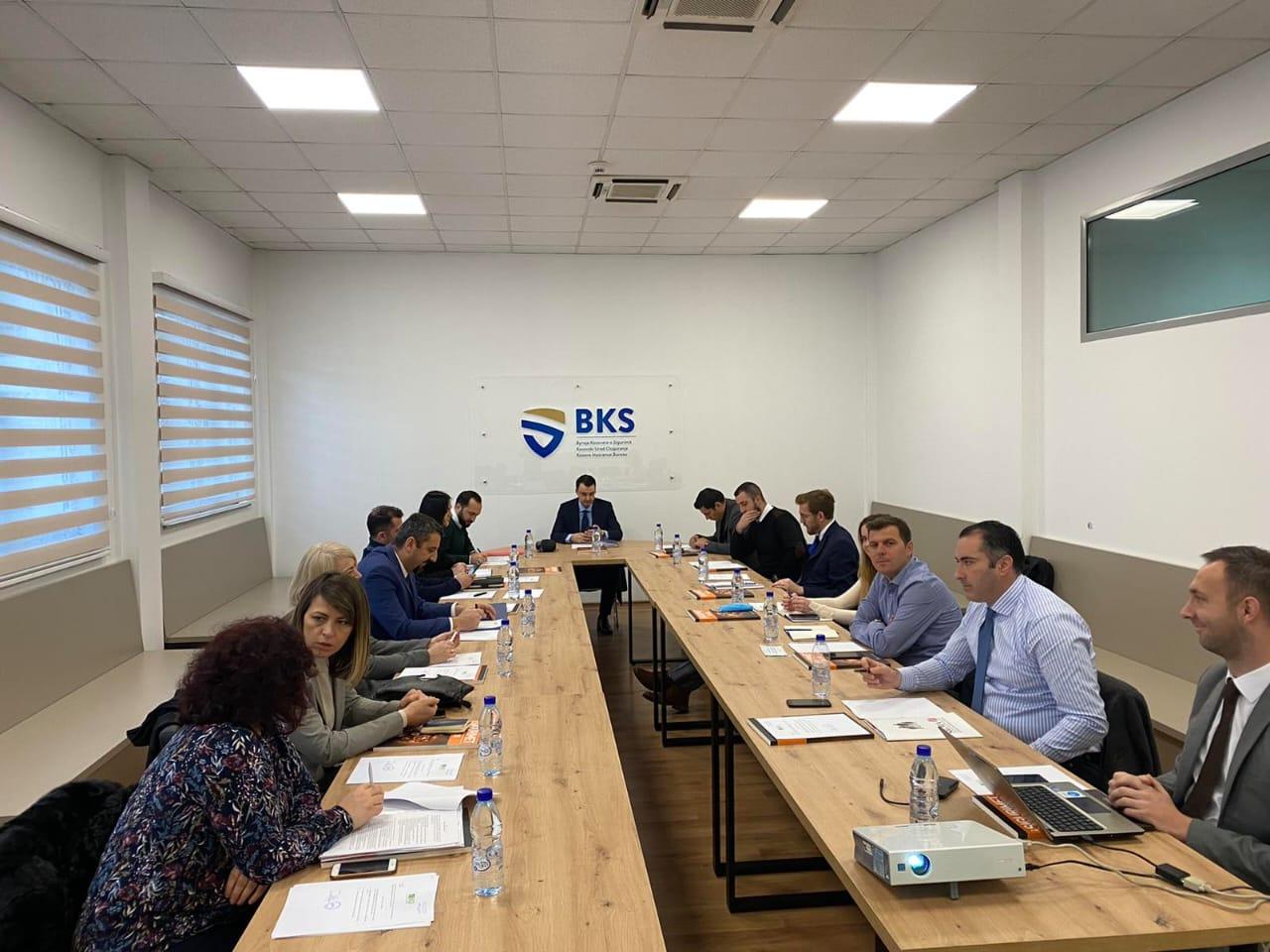 Mazreku takoi drejtorët ligjor dhe përfaqësuesit e kompanive të sigurimit