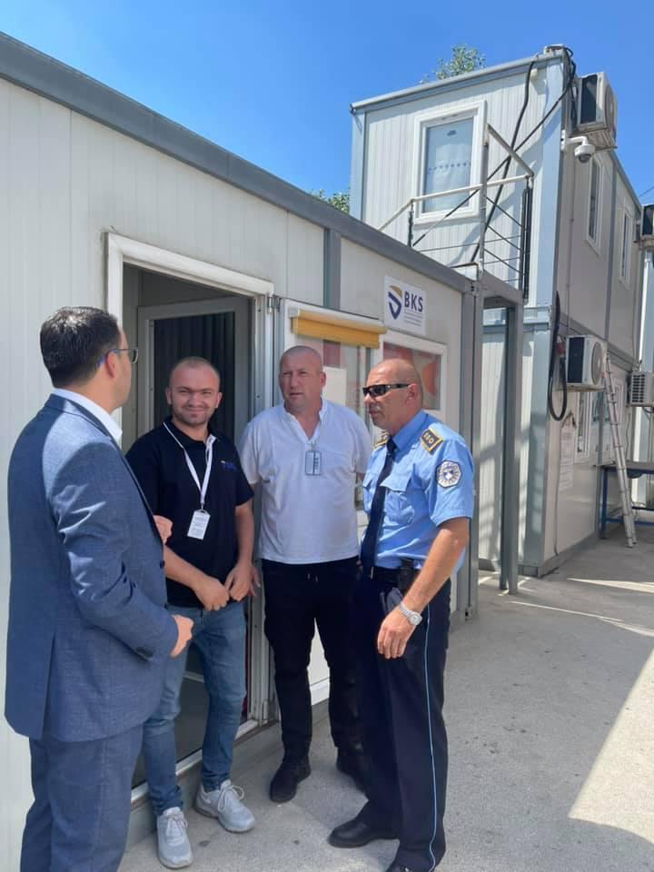 Drejtori i Byrosë Kosovare të Sigurimit (BKS) Sami Mazreku ka vizituar pikën kufitare në Jarinje
